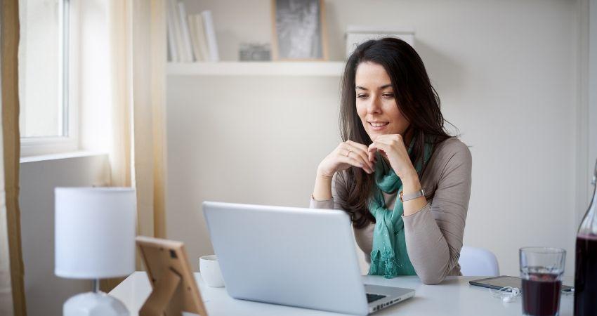 Como trabalhar em casa pela internet e ganhar bem - Como Trabalhar em Casa Pela Internet e Ganhar MUITO Dinheiro no Marketing Digital